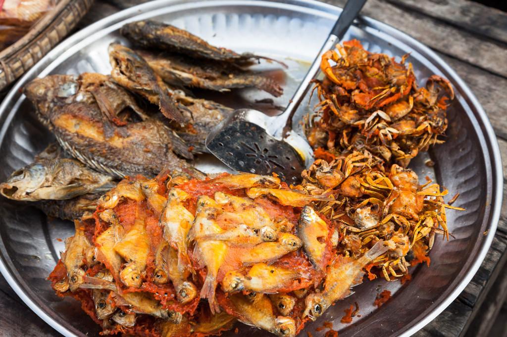 myanmar fried crabs fish food
